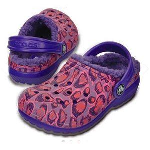 Crocs fur lined leopard print shoes. 6 toddler NEW